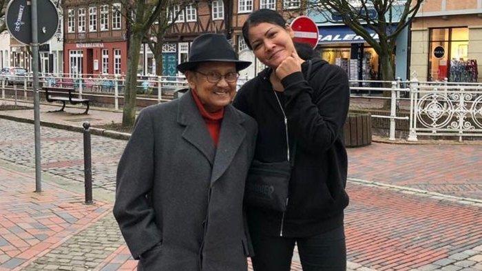 Makam BJ Habibie Jadi Tempat Selfie, Melanie Subono: Kalau Benar-benar Doain Datang ke Tahlilan Saja