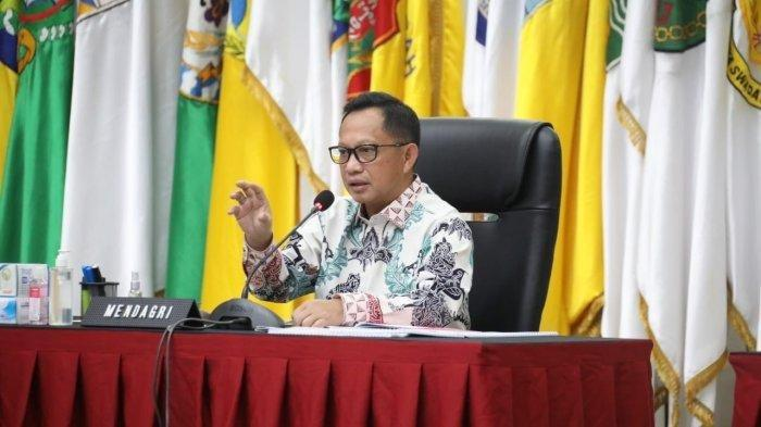 Mendagri Tito Karnavian di Rapat Koordinasi Gubernur dan Bupati/Wali Kota terkait peran gubernur sebagai wakil pemerintah pusat dan percepatan penegasan batas daerah, di Kantor Kemendagri, Jakarta, Jumat (30/4/2021).