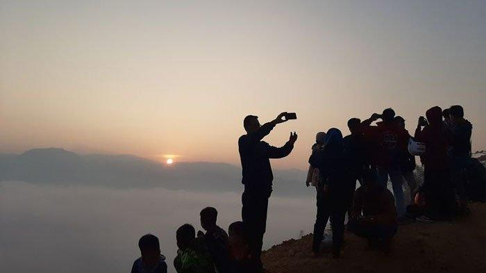 Berkah Wisata Negeri di Atas Awan Gunung Luhur Viral, Warga Sekitar Kantongi Jutaan Rupiah per Hari
