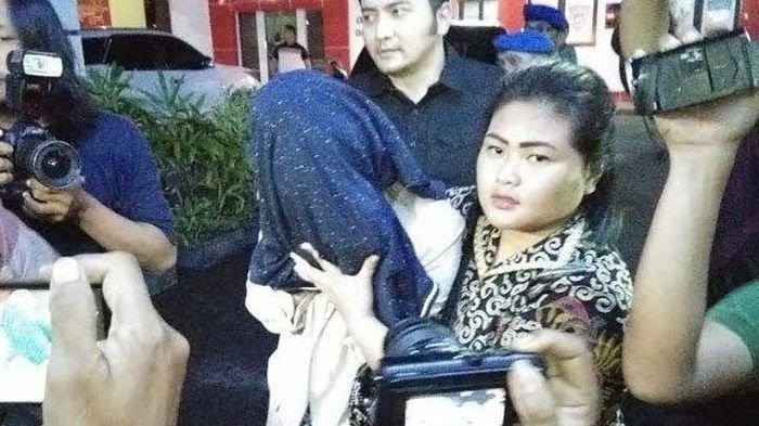 Ngakunya Sibuk Daftar Staff DPR, Ibu PA Menangis Tahu Anaknya Terseret Kasus Prostitusi