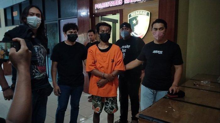 Pelaku pembakar mimbar Masjid Raya, KB alias Kabbah (22) saat diamankan di di Mapolrestabes Makassar, Jl Ahmad Yani, Sabtu (25/9/2021) sore.