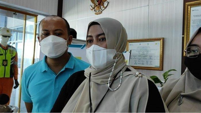 Petugas PLN UP3 Medan, Ayu Miranda menceritakan kejadian pelanggan yang meludahinya saat meminta tagihan listrik, Sabtu (31/7/2021).
