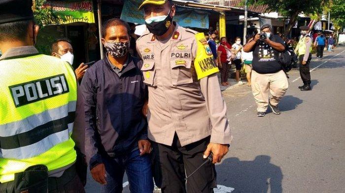 Pria di Blitar yang Bentangkan Poster ke Jokowi Dilepaskan, Kodim: 'Masalahnya Dia Muncul Tiba-tiba'