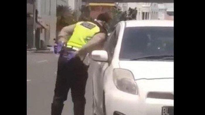 Viral Video Polisi Ambil Pungli & Ludahi Pengemudi Mobil di Tengah Corona, Kapolres Medan Minta Maaf