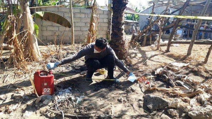 Polisi sementara melakukan olah TKP kasus penemuan korban yang terbakar di Kelurahan Lumbukore, Kecamatan Umalulu, Kabupaten Sumba Timur, Jumat 20 Agustus 2021.