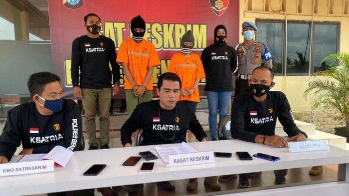 Polres Bengkalis saat menggelar konferensi pers pengungkapan kasus penganiayaan anak di bawah umur hingga tewas, Jumat (30/4/2021).