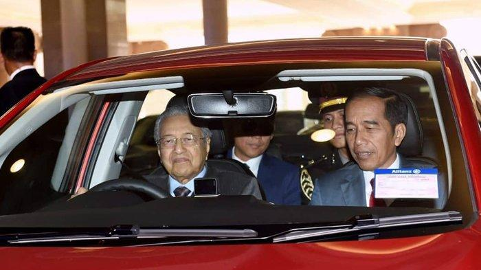 Unggah Vlog Saat Disetiri PM Malaysia Mahathir, Presiden Jokowi: Beliau Nyetir Sendiri, Ngebut Juga