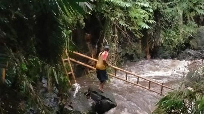 Fakta Lengkap 4 Siswi SMA Sebrangi Sungai dengan Arus Deras, Tunggu 3 Jam Hingga Hampir Jatuh