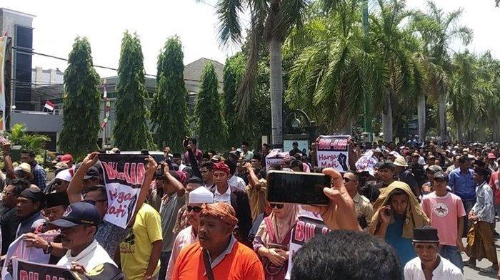 Tak Setuju Nama Bandara Diganti, Ribuan Warga Lakukan Demo di Depan Gedung DPRD NTB