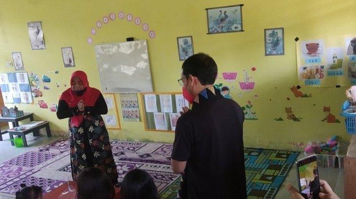 Saat Mendikbudristek Nadiem Makarim mengunjungi salah satu TK Negeri di Lombok Tengah yang berada di Jonggat.