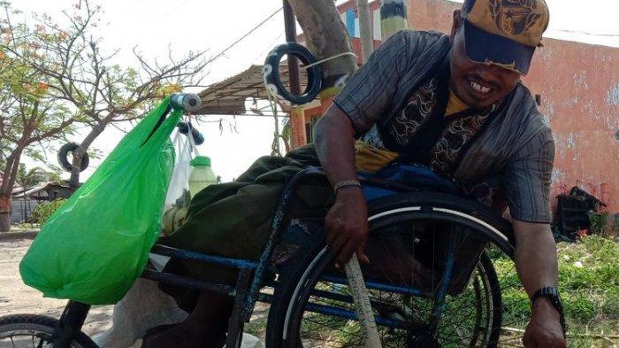 Derita Samsul Pemulung Pengidap Disabilitas, Uang Dirampas Ayah & Remaja Nakal, Kursi Roda Dibanting