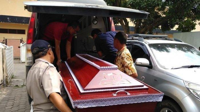 Kisah Sopir Ambulans Bawa Jenazah Pasien Covid-19 dari Jawa Timur ke Jakarta, Selalu Pakai APD