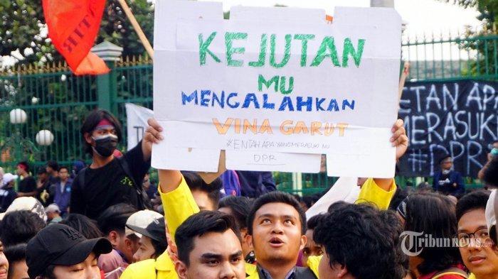 Mahasiswa Unud Ikut Aksi Bali Tidak Diam, Ini yang Terjadi Setelah Membawa Poster Nyeleneh