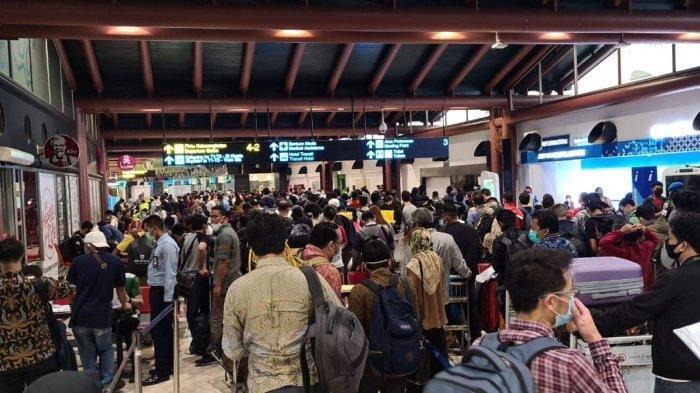 Ironi di Tengah PSBB, Masyarakat Malah Berdesakan di Pusat Perbelanjaan Hingga Abaikan Jaga Jarak