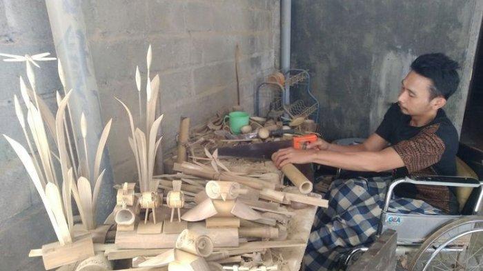 Cerita Sukardi, Lumpuh 6 Tahun Tiduran karena Kecelakaan Kerja Kini Buat Produk Kreatif dari Bambu