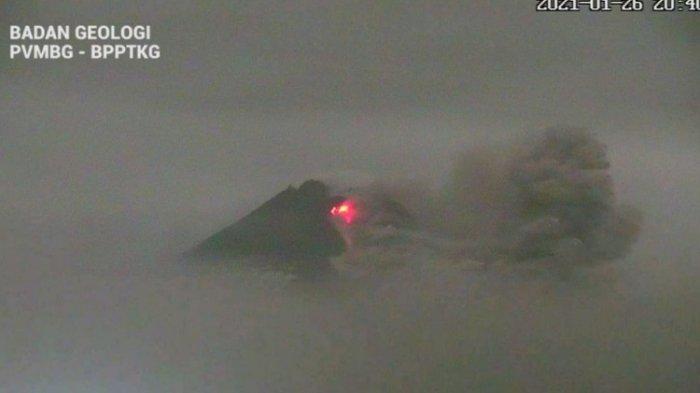 Gunung Merapi Meletus, Kolom Raksasa Abu Vulkanik Membubung Tinggi dari Puncak, Warga Waswas