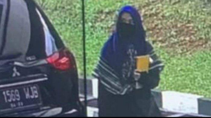 Terduga Teroris di Mabes Polri: Wanita Usia 25 Tahun, Mahasiswi DO dan Bawa Map Kuning, Ini Isinya
