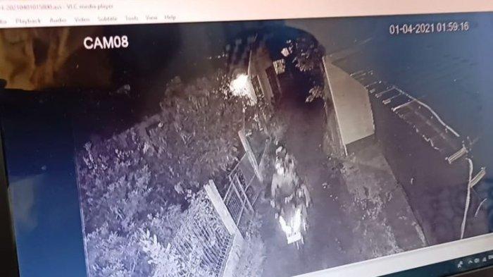 Detik-detik CCTV Rekam Teror ke-3 di Rumah Ketua PA 212, Terdengar Suara 'Gumbrang', Kaca Pecah