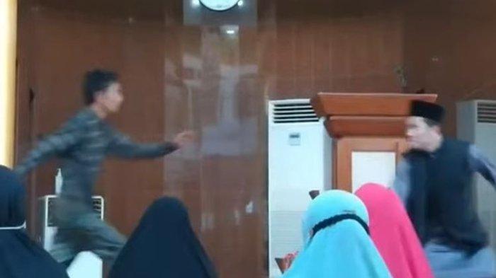 Ustaz Abu Syahid Chaniago diserang oleh orang tidak dikenal (OTK) saat tengah memberikan ceramah ke ibu-ibu pengajian di Masjid Baitussyakur, Kota Batam, Senin (20/9/2021).