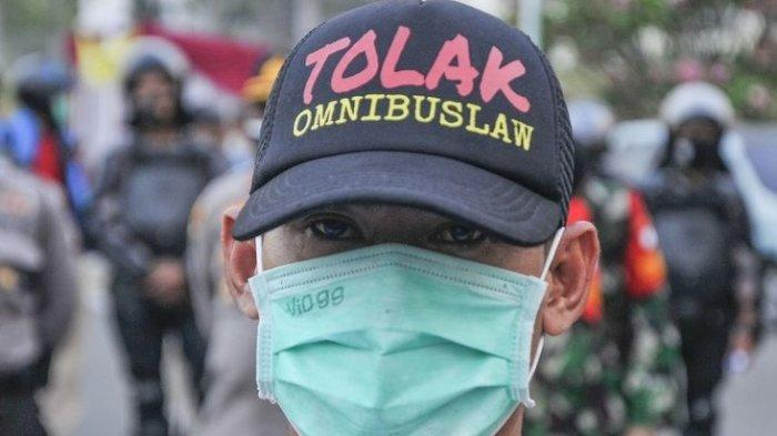 AKHIRNYA Jokowi Jawab Hoax-hoax UU Ciptaker Provokasi Buruh, Menkopolhukam: Tak Mungkin Sengsarakan