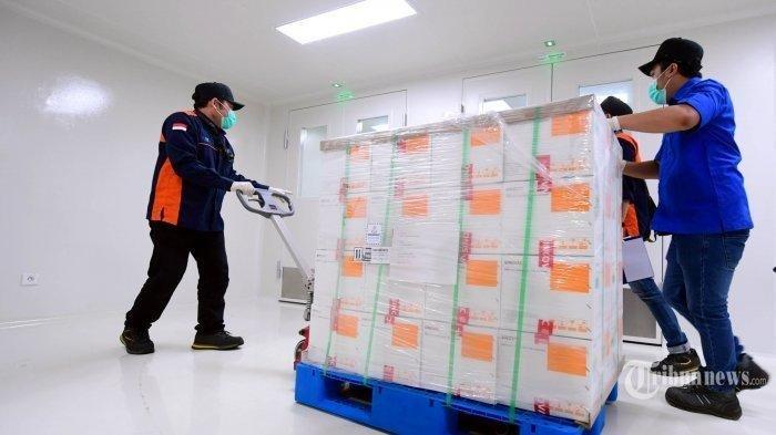 Vaksin Covid-19 buatan Sinovac tiba di Kantor Pusat Bio Farma, Bandung, Senin (7/12/2020). Vaksin asal Cina tersebut tiba di Indonesia melalui terminal cargo Bandara Internasional Soekarno-Hatta pada Minggu (6/12/2020) malam.