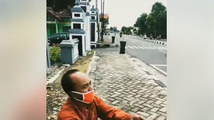 Viral Video Pria Jual Blender Bekas Sambil Nangis di Pinggir Jalan, Tak Punya Uang untuk Beli Beras