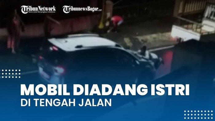 Viral wanita adang mobil di tengah jalan