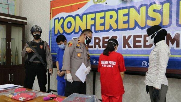 Waka Polres Kebumen, Kompol Edi Wibowo saat gelar perkara pembunuhan bayi di Desa Lajer, Kecamatan Ambal, Kebumen, Jawa Tengah, Minggu (18/7/2021).