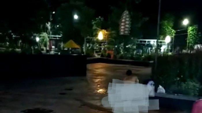 POPULER Viral Wanita Mandi di Alun-alun Bawa Gayung & Sabun, Satpol PP Juga Bingung