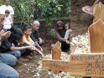khoirunnisa-korban-meninggal-saat-susur-sungai-dimakamkan-sabtu-2222020-di-hari-ulang-tahunnya.jpg