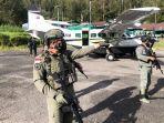 personel-satgas-nemangkawi-tengah-melakukan-pengamanan-di-lapangan-terbang-beoga.jpg