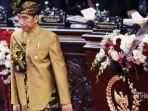 presiden-joko-widodo-gunakan-baju-adat-sasak.jpg