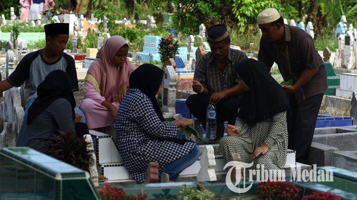 Panduan dan Bacaan Doa Ziarah Kubur Jelang Ramadhan 1442 H Lengkap Adab dan Artinya