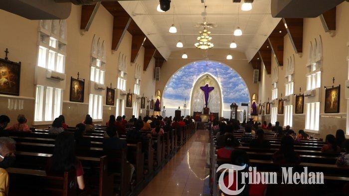 Berita Foto: Umat Kristiani Melaksanakan Ibadah Jumat Agung di Gereja Katedral Medan