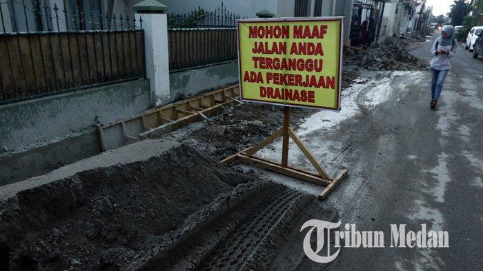 Berita Foto: Perbaikan Drainase Diharapkan Dapat Mengurai Banjir di Jalan Kenanga Medan - 06112019_perbaikan_drinase_danil_siregar-2.jpg