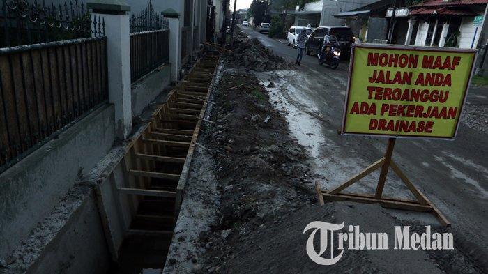 Berita Foto: Perbaikan Drainase Diharapkan Dapat Mengurai Banjir di Jalan Kenanga Medan - 06112019_perbaikan_drinase_danil_siregar-3.jpg