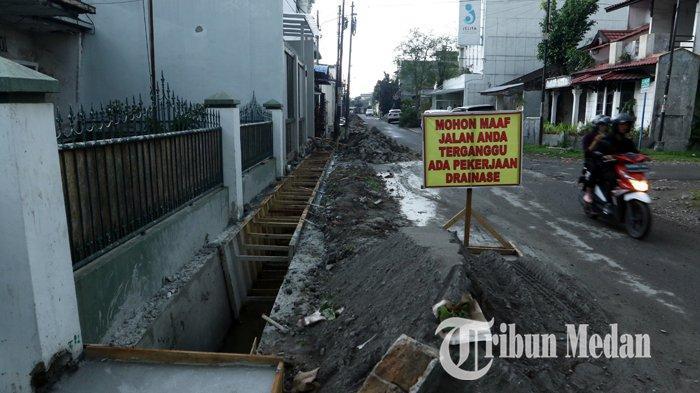 Berita Foto: Perbaikan Drainase Diharapkan Dapat Mengurai Banjir di Jalan Kenanga Medan - 06112019_perbaikan_drinase_danil_siregar.jpg