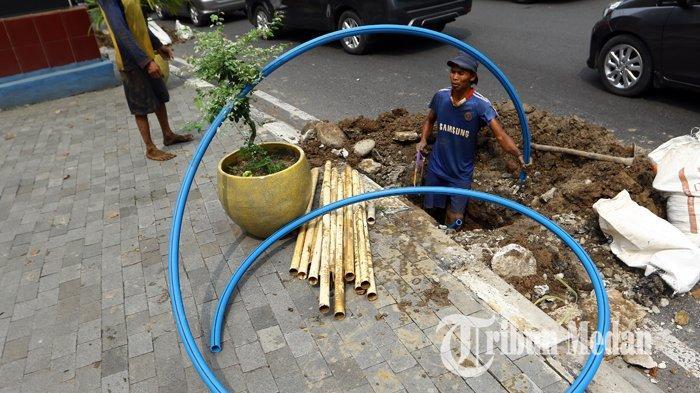 Berita Foto: Galian dan Pemasangan Kabel Fiber Optik PT PGASCOM di Medan - 08102019_galian_fiber_optik_danil_siregar-2.jpg
