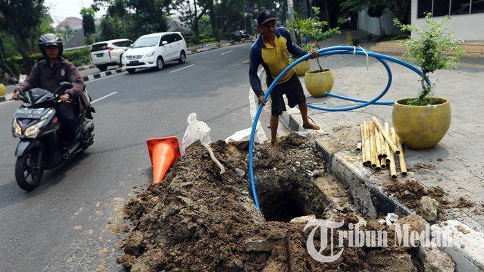 Berita Foto: Galian dan Pemasangan Kabel Fiber Optik PT PGASCOM di Medan - 08102019_galian_fiber_optik_danil_siregar-3.jpg