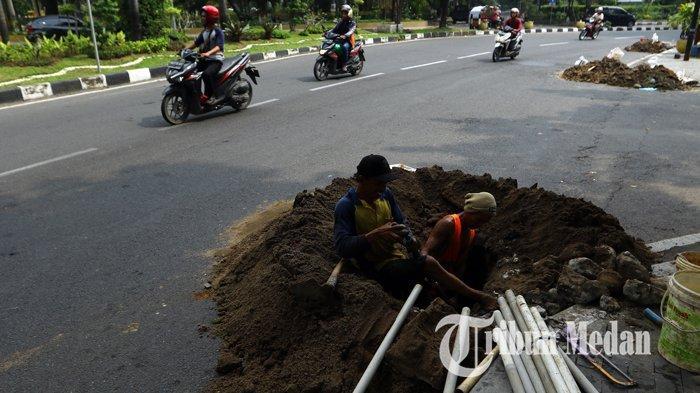 Berita Foto: Galian dan Pemasangan Kabel Fiber Optik PT PGASCOM di Medan - 08102019_galian_fiber_optik_danil_siregar.jpg