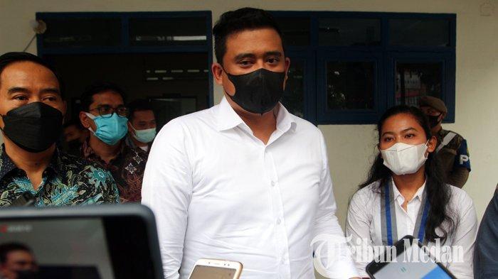 Wali Kota Medan Bobby Nasution memberikan keterangan terkait pelayanan RSU Pirngadi seusai menghadiri seminar di GMKI, Medan, Kamis (10/6/2021). Peralatan RSU Pirngadi yang diduga minim sehingga seorang bayi yang mengidap penyakit tidak bisa buang air besar (BAB) meninggal dunia.