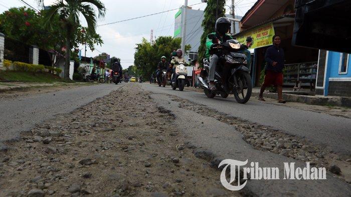 Berita Foto: Kondisi Jalan yang Rusak Belum Juga Diperbaiki Sangat Mengganggu Kenyamanan Warga - 10092019_jalan_rusak_danil_siregar-1.jpg