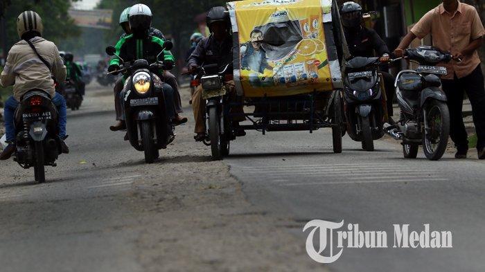 Berita Foto: Kondisi Jalan yang Rusak Belum Juga Diperbaiki Sangat Mengganggu Kenyamanan Warga - 10092019_jalan_rusak_danil_siregar-3.jpg