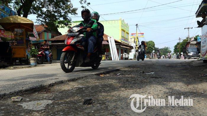 Berita Foto: Kondisi Jalan yang Rusak Belum Juga Diperbaiki Sangat Mengganggu Kenyamanan Warga - 10092019_jalan_rusak_danil_siregar-4.jpg