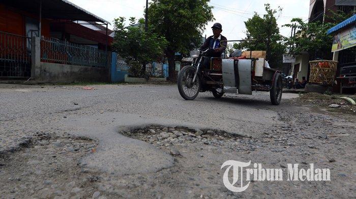 Berita Foto: Kondisi Jalan yang Rusak Belum Juga Diperbaiki Sangat Mengganggu Kenyamanan Warga - 10092019_jalan_rusak_danil_siregar.jpg