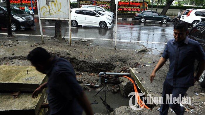Berita Foto: Perbaikan Drainase Tidak Tertutup dengan Baik Membahayakan Warga yang Melintas - 10122019_perbaikan_drainase_danil_siregar-1.jpg