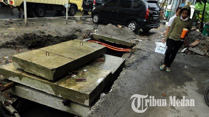 Berita Foto: Perbaikan Drainase Tidak Tertutup dengan Baik Membahayakan Warga yang Melintas - 10122019_perbaikan_drainase_danil_siregar.jpg