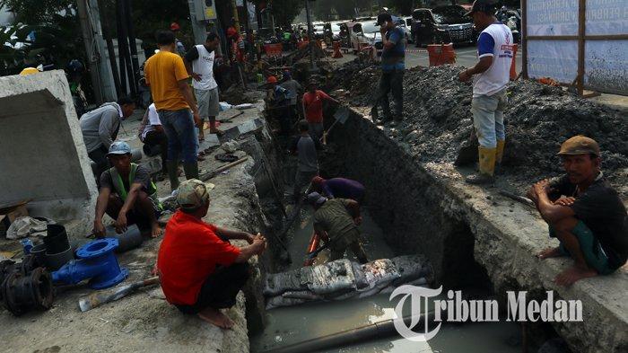 Berita Foto: Perbaikan Drainase Diharapkan Dapat Mengurai Banjir di Kawasan Lapangan Merdeka - 11092019_perbaikan_drainase_danil_siregar-3.jpg