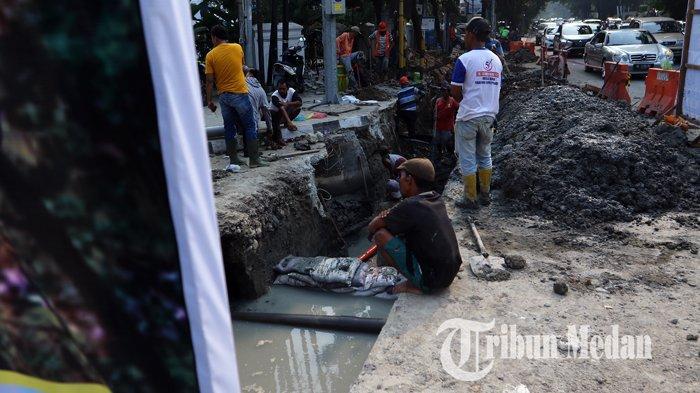 Berita Foto: Perbaikan Drainase Diharapkan Dapat Mengurai Banjir di Kawasan Lapangan Merdeka - 11092019_perbaikan_drainase_danil_siregar-4.jpg