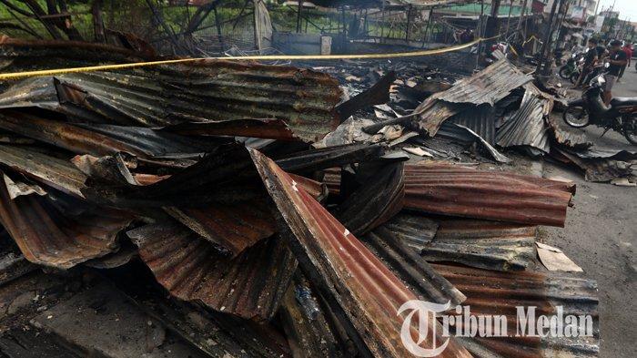 Berita Foto: Delapan Warung Semi Permanen Hangus Terbakar Diduga Korsleting Listrik